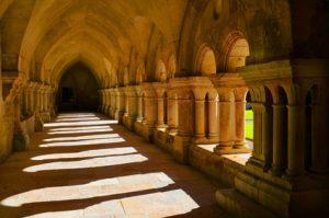 Fotolia_53102927_XS Kloster
